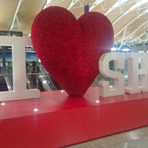 上海浦東国際空港ターミナル2(制限エリア内)の喫煙所