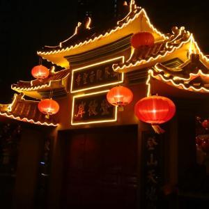 【クアラルンプール観光】金に輝く仏像は見応えがあり!法界観音聖寺
