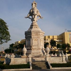【バンコク観光】国立博物館の帰りに寄り道!「ピポップリーラー交差点」+「ワット・ブラナシリマート ヤーラーム」へ