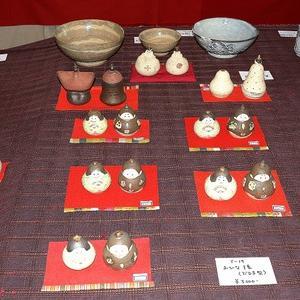 「陶雛と器とペン画展」ギャラリータイムキルにて開催中