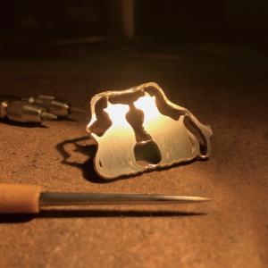【銀磨きの裏ワザ】シルバーアクセサリーの傷も簡単に消せる『ヘラ掛け』とは