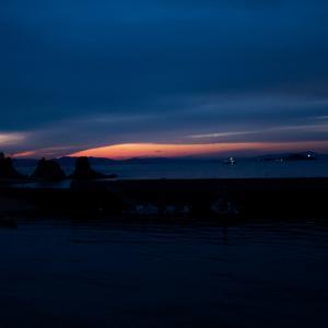 愛媛の大浦で見た、夕日の山!