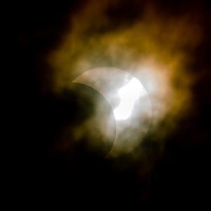 曇天で日食が見えない…?
