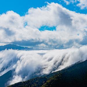 紅葉はまだかな~ 石鎚山系で見た雲海、雲の滝