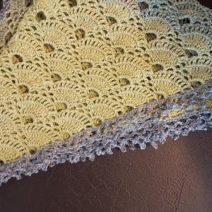 バイラス編みの三角ショール編み上がりました