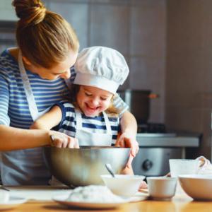 2歳のKと。初めてのクッキー作り。