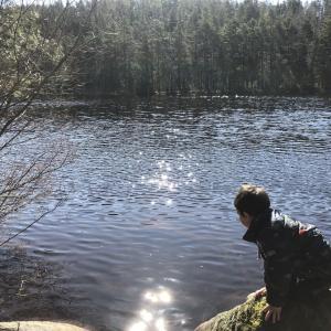 人のいない湖へ