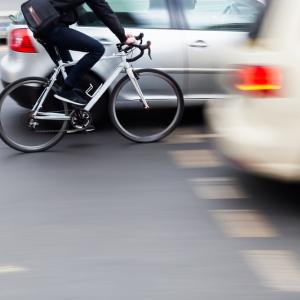 「ロードバイクうぜぇ クラクション鳴らして幅寄せしてやる」 ← ネットの中だけ