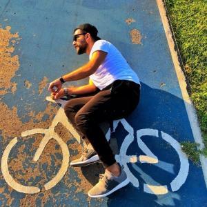 自転車売れすぎ、速くちゃんとした自転車専用道路作れよ