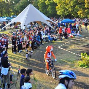 【自転車】自転車のレースとキャンプのイベント