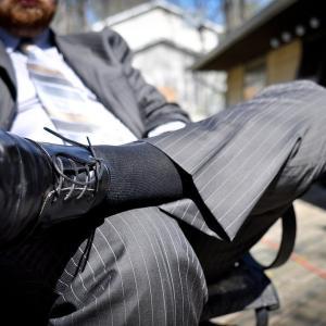 【メンズファッション】スーツに合わせる靴下の選び方