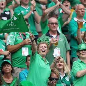 【悲報】アイルランド人さん、チケットが交換できず日本対南アを大量観戦へ