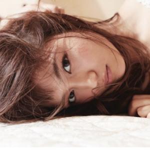 【悲報】川口春奈さん、4時半起きの寝ぼけまなこすっぴん顔をインスタで晒し、ファンドン引きの事態に