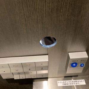 【悲報】男さん、職場のトイレに穴を開けてチ●ポが出てくるのを待つ