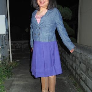 ダブルボタンのデニジャケとロイヤルブルーのスカート