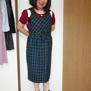 緑チェックのジャンパースカートに臙脂の半袖ニット その4