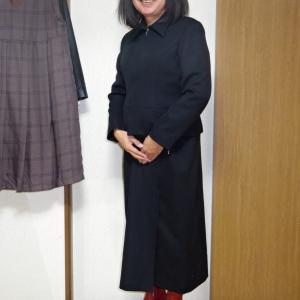 黒のマキシ丈スーツ