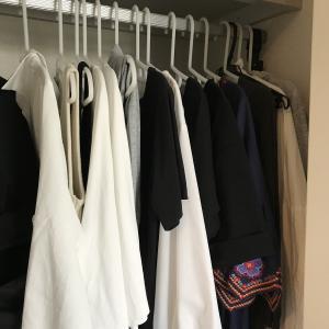 【新しい服を買う前にすること】涼しい部屋で、クローゼットの整理