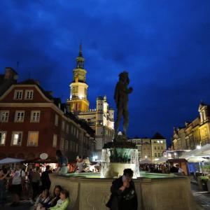 ポーランド・最古の都市ポズナニ6 ポズナニ大聖堂とマルタ湖と旧市場広場の夜景