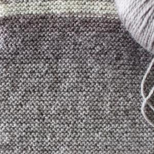 マフラーを編む