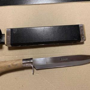 狩猟を始めたころに必要だと思って購入したナイフ。