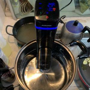 低温調理器を使ってみたかったので鹿肉のローストを作ってみました。