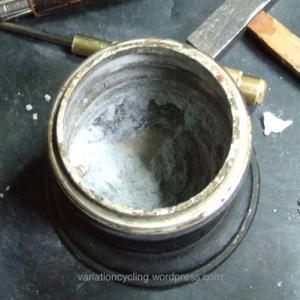 カーバイドランプのカルシウム汚れ職人