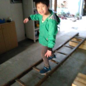 雨の日でも楽しめる遊び場〜手作り平均台とはしごトレーニング〜