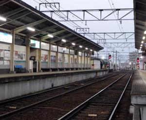 早朝の叡電修学院駅と天政松下 ぬか三品