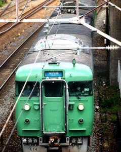 東海道本線を往くJR113系L14編成と7 PREMIUM 焼きいか