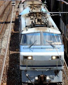 東海道本線を往くJR貨物EF66 115〔吹〕+ムドEF210-301〔吹〕とセブンイレブン レモン塩だれのネギ豚カルビ弁当