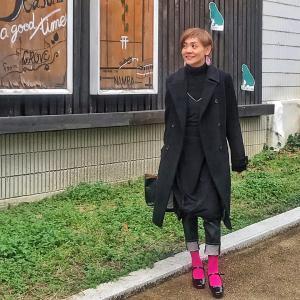 アラフィフ女子のブラックコーデを重く見せない方法