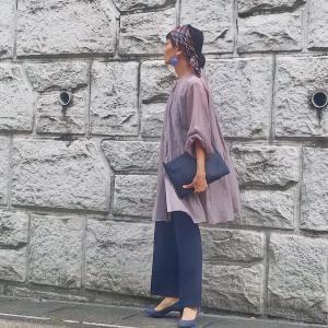 アラフィフ女子が「くすみカラー」をコーデに使うコツ♪