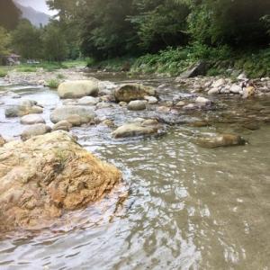 中ノ沢渓谷森林公園で水遊び