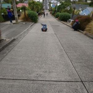 世界一急な坂 はニュージーランドにある!