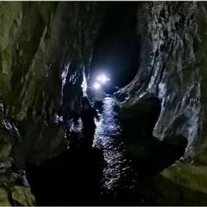 ニュージーランドで洞窟探検!
