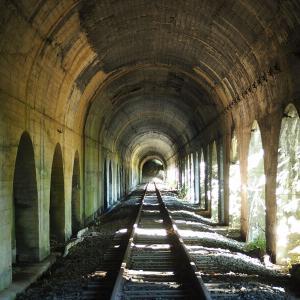 【廃線】国道234号沿いにある神殿のような神秘的な室蘭本線旧栗山トンネル