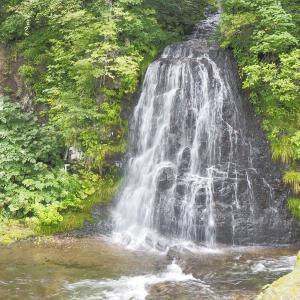 【景色】上興部の山奥にある壮大な景観「行者の滝(西興部三滝①)」