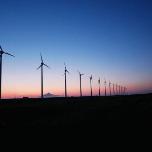"""【風景】28基の風力発電が3.1kmに渡って並ぶ光景が見られる""""オトンルイ風力発電所"""""""