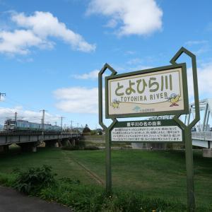 """【風景】JR北海道で唯一の複線区間!列車本数も多い札幌市内一の鉄道撮影スポット""""上白石橋"""""""