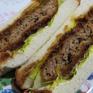 肉の宮崎・土曜限定のメンチカツサンドが安くてボリューミーで美味しい!