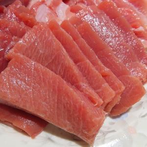 寿都沖の釣れたてマグロを食べまくる☆トロ・中トロ・赤身・全部美味しい~☆
