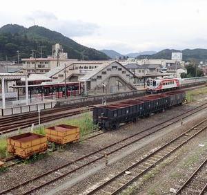 三陸乗り潰し旅⑮ 盛駅・・貨物列車とバスが行き交う風景