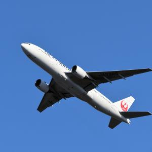 JAL B777-200 Depating from 01L