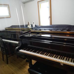 ピアノ室の模様替えと調律