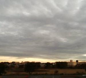 今日も雲が多い