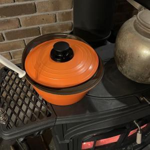 【料理や加熱に使う】煮込み料理とお湯沸かしは薪ストーブで