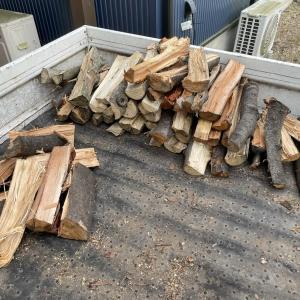 【ハンパ薪とかを移動】ハンパ薪というか、自宅用の雑木薪