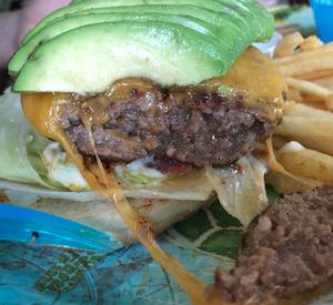 シェラトン沖縄サンマリーナリゾートで昼食に困ったら〜美味しいハンバーガーを食べよう「Burger Shop H & S」