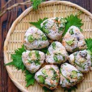 【らくレピ】甘塩鮭ときゅうりと紫蘇とゆかりのおにぎり